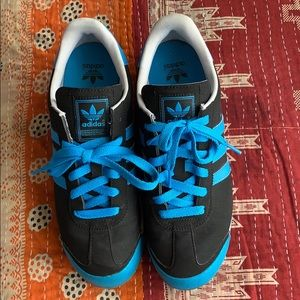 Adidas Samoa sneaker US7.5